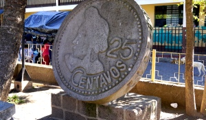 Parque Central, Guatemalan money, Choca, Concepción Ramírez, Maya, Mayan people, street market, Santiago market, outdoor market, tuk tuk, Santiago Atitlán, Lake Atitlán, wonders of the world, Guatemala, Guatemala tourism, Guatemala attractions, Panajachel, villages of Lake Atitlán, Guatemala itinerary, Santiago market, public transit Lake Atitlan, Elizabeth McSheffrey, Elizabeth Around the World, Elizabeth McSheffrey journalist
